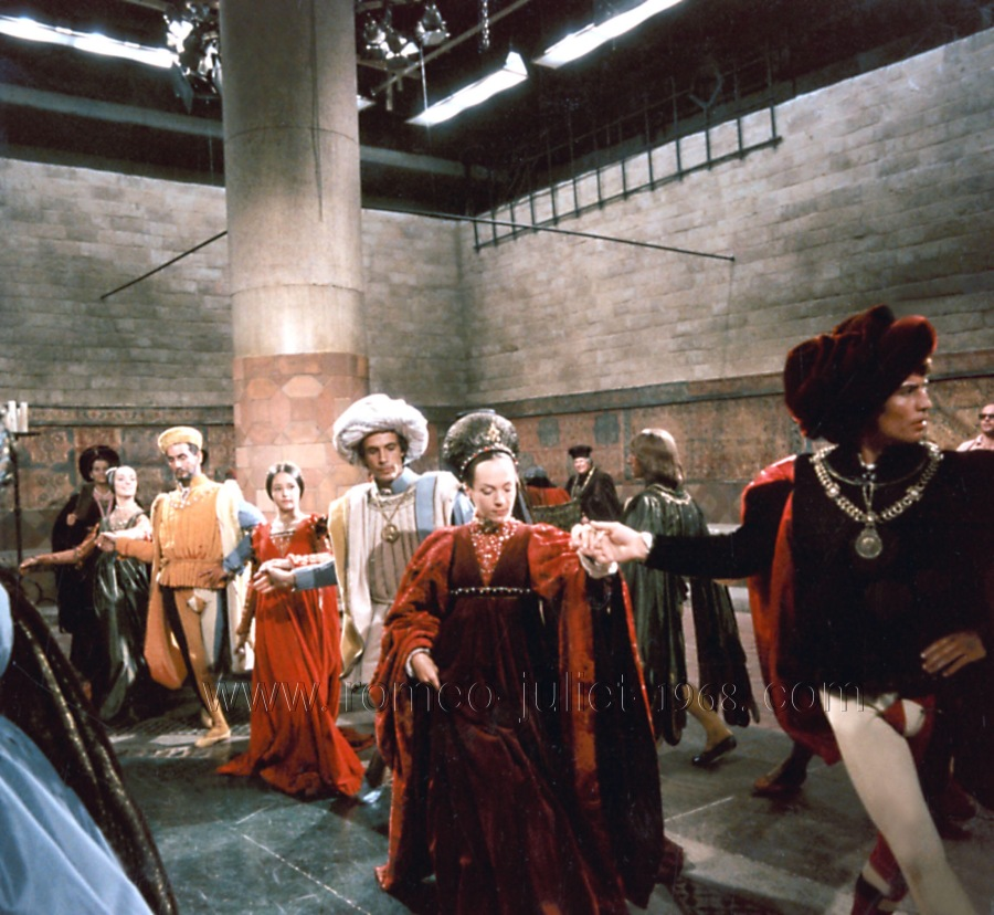 ROMEO AND JULIET, Olivia Hussey (3rd from left), Robert Bisacco, 1968